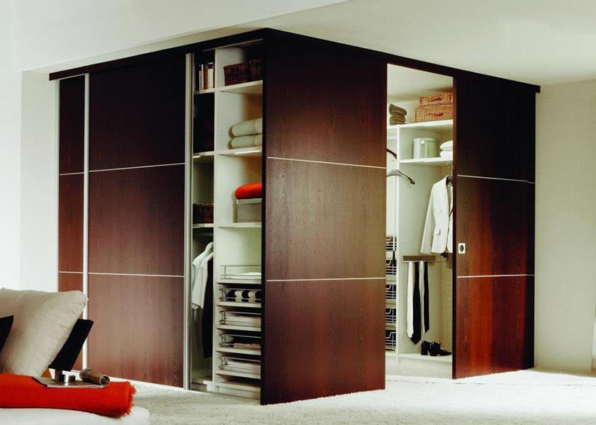 Дизайн гостиной с гардеробом