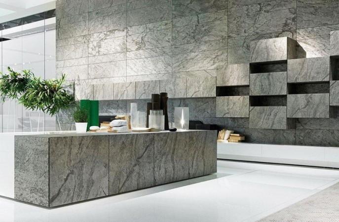Кухня с фасадами из камня