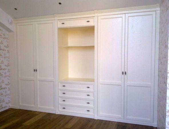 Шкаф «Милка» — белый распашной шкаф для гостиной или прихожей