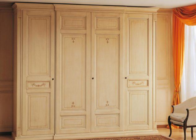 Шкаф «Винтаж» — распашной шкаф из массива дерева с очаровательными виньетками