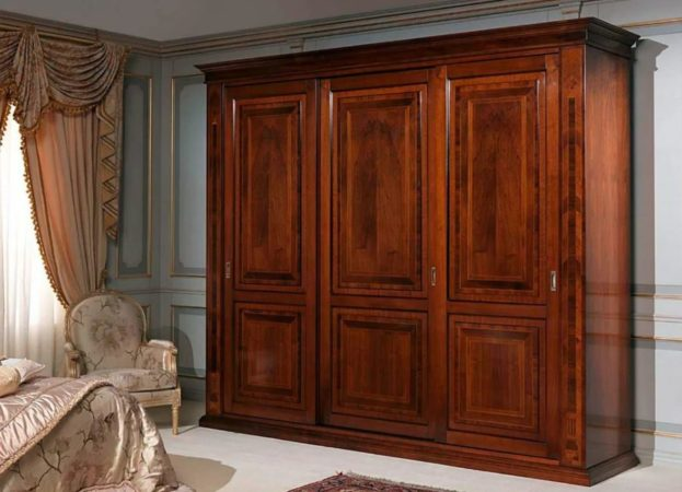 Шкаф «Древо» — распашной шкаф глубокого вишневого цвета