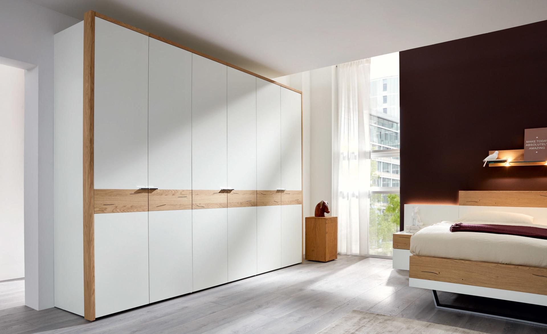 Шкаф «Авола» матовые белоснежные фасады и шпон