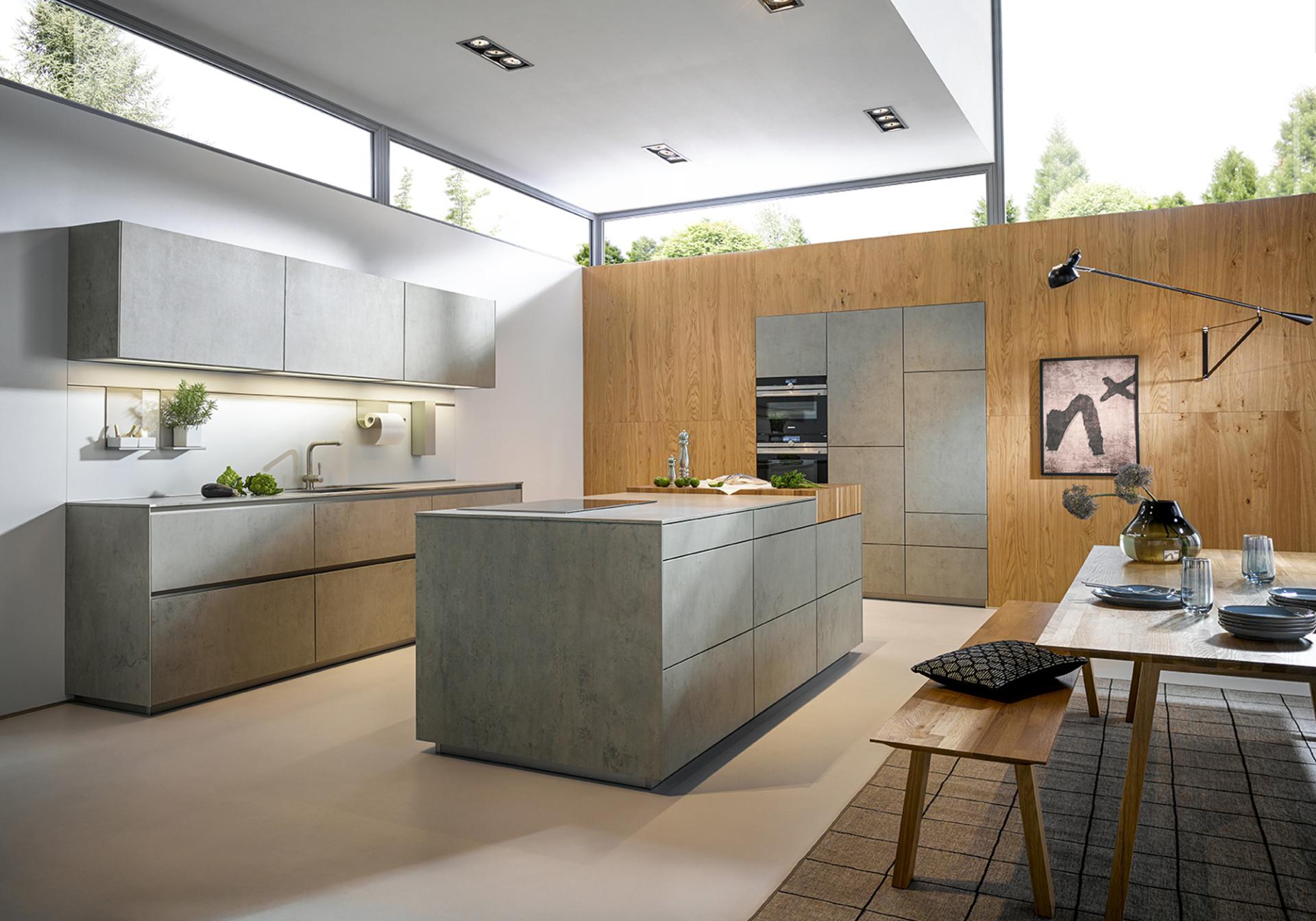Кухня «Гнейс» пластиковые фасады под камень