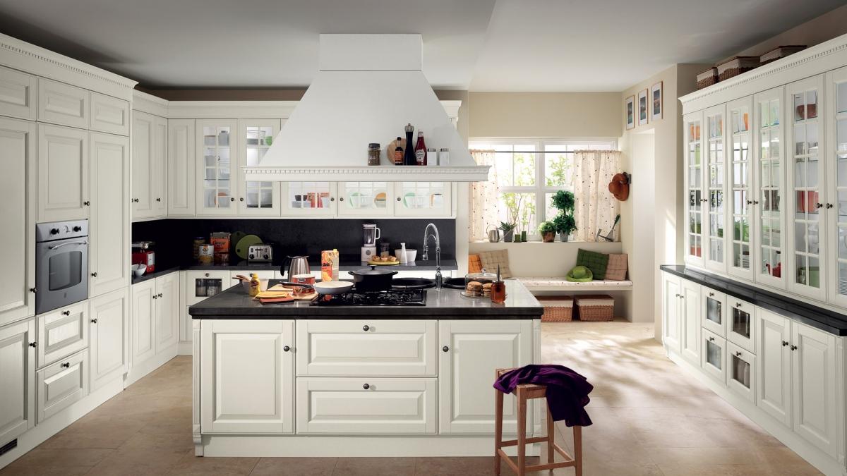 Кухня в стиле прованс «Аквитания» с остеклёнными фасадами