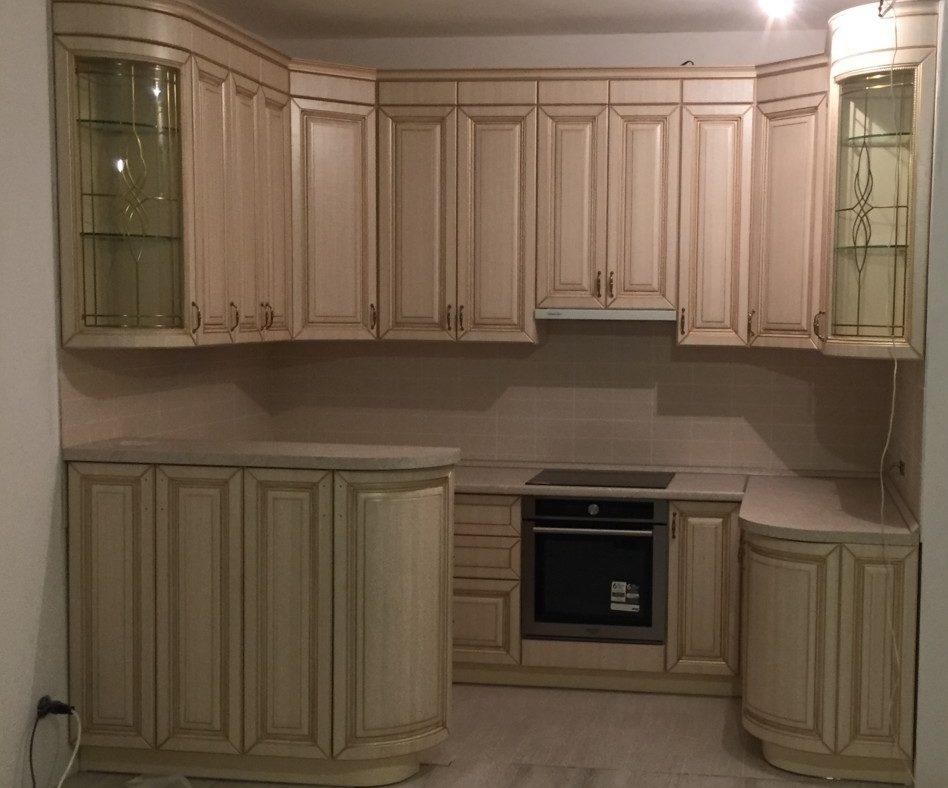 Кухонный гарнитур из массива дуба с барной стойкой