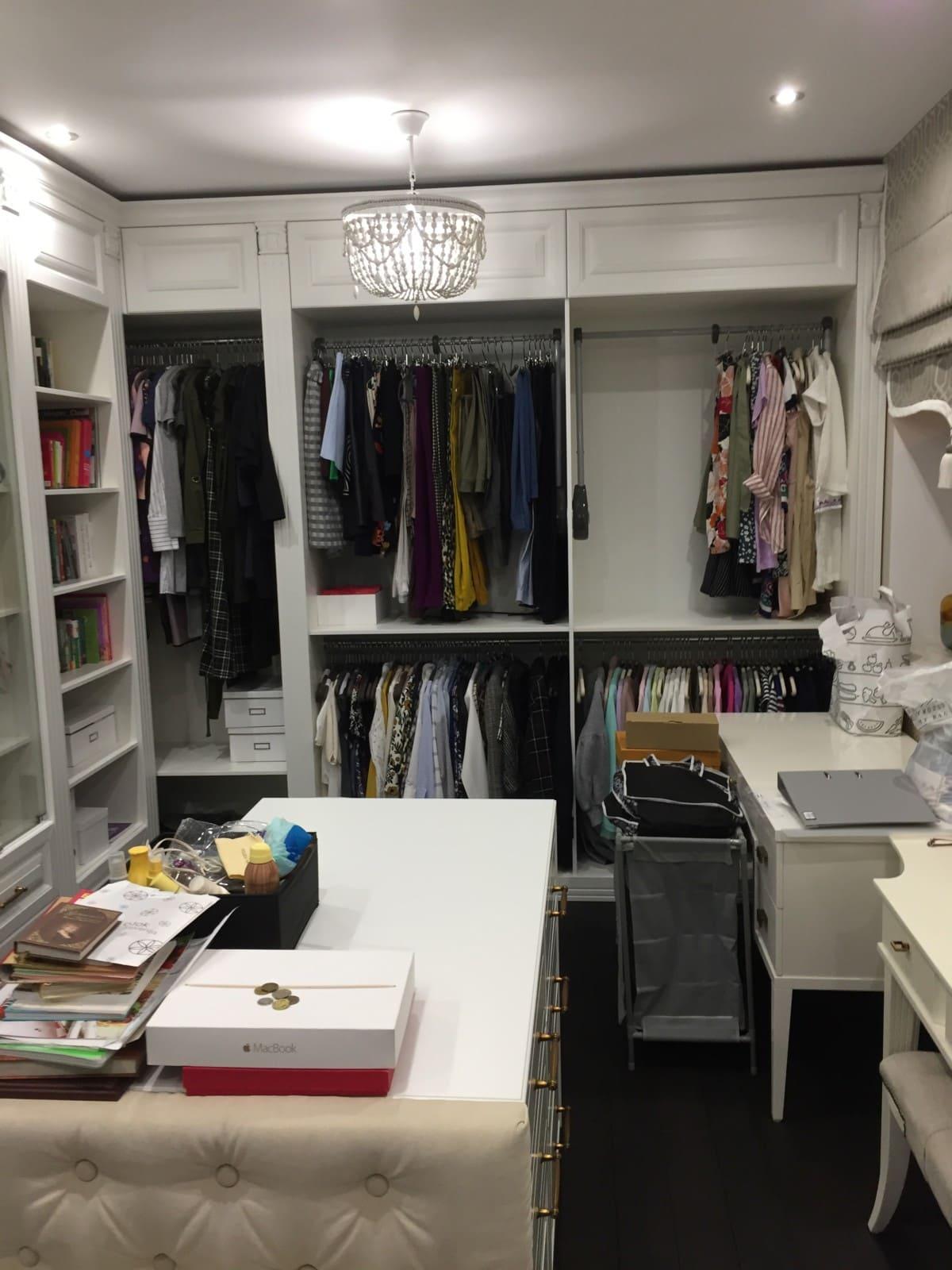 Просторная и вместительная гардеробная комната!