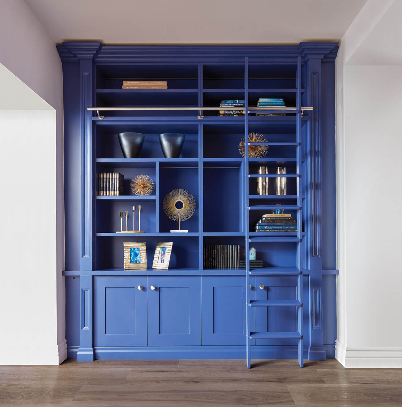 Мебель для библиотеки «Бенефис» в синем цвете