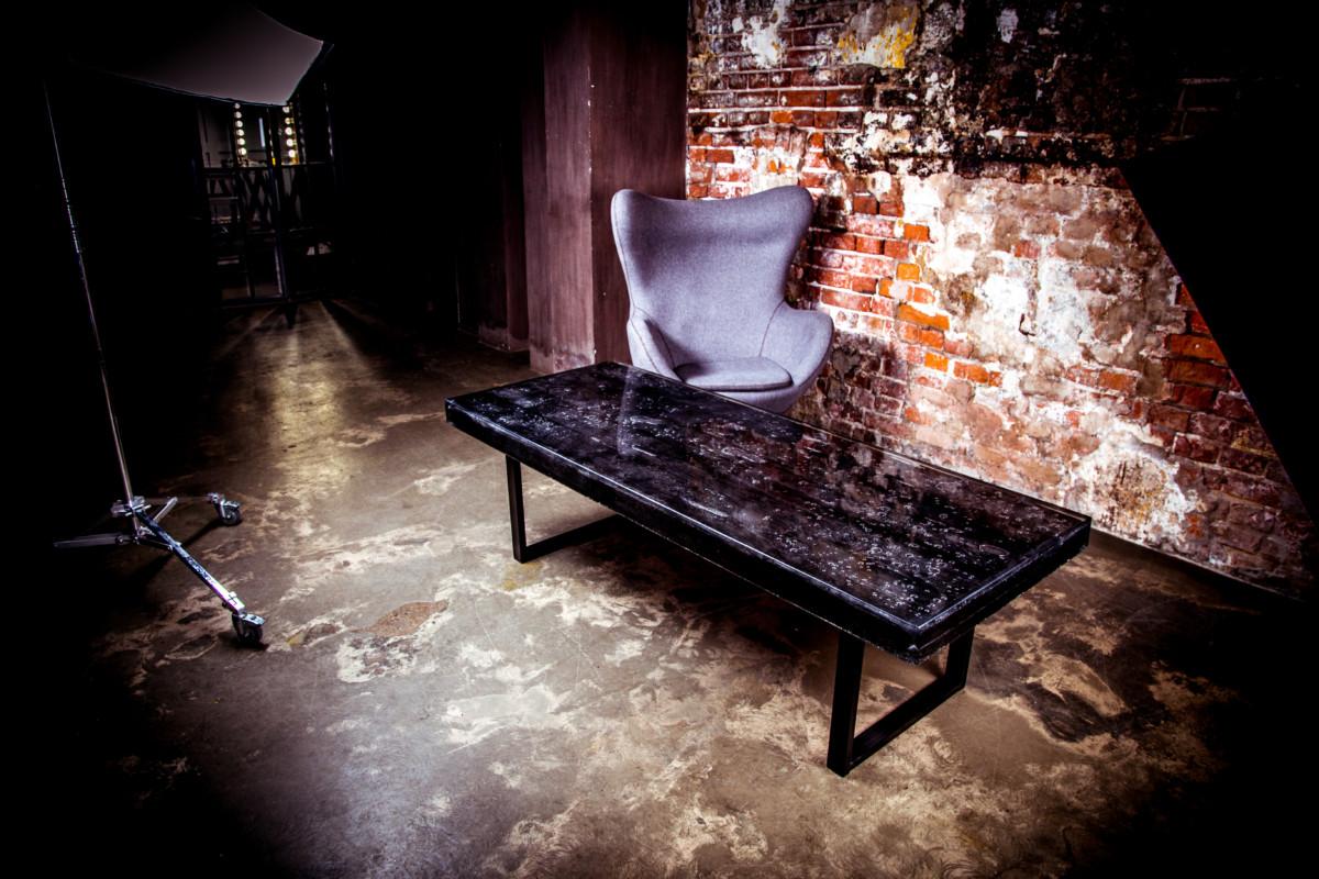 Дизайнерский стол из массива «Burnt»