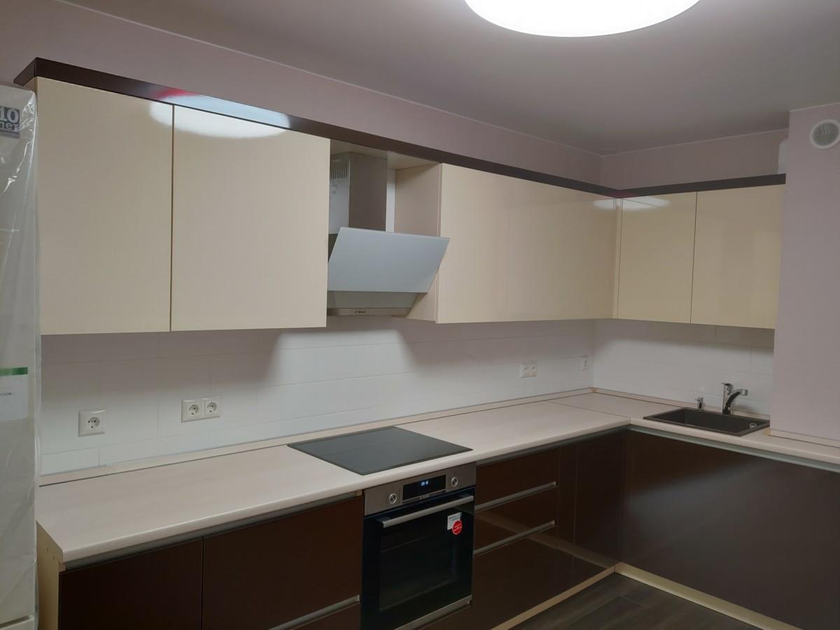 Кухня с фасадами в пластике ALVIС