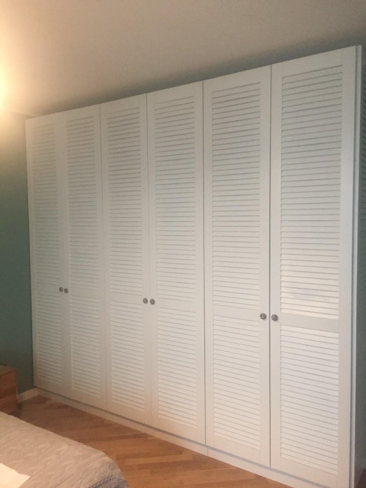 Реализован проект по замене фасадов шкафа на жалюзийные