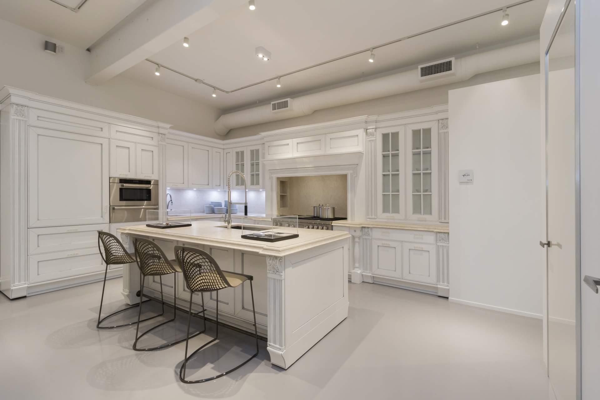 Кухня «Эдинбург» белая классическая с фрезеровкой
